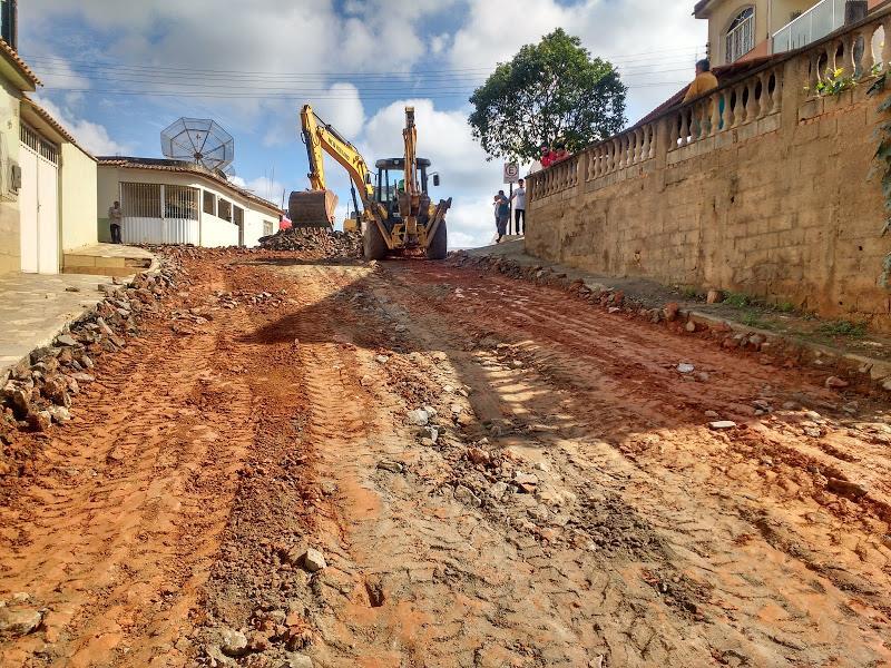 Prefeitura realiza manutenção de rua do Bairro Industrial